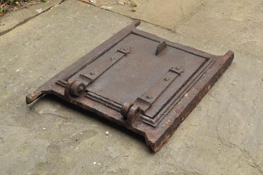 Antique vintage old fire door clay bread oven door for Door 2 door pizza