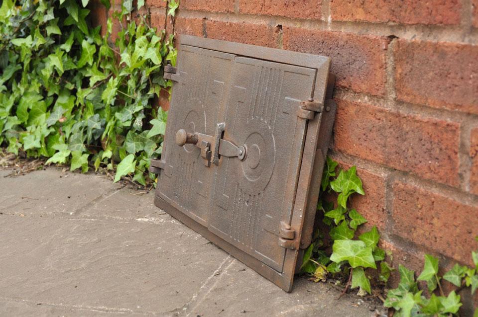 Old cast iron fire bread oven door doors furnace flue for Door 2 door pizza