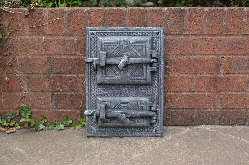 Old cast iron fire bread oven door doors flue clay for Door 2 door pizza